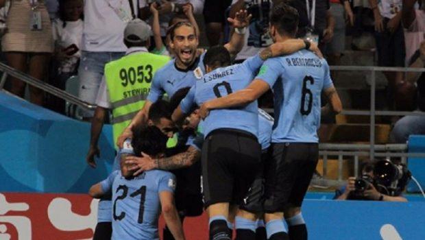 Cavani brilha e Uruguai elimina Portugal