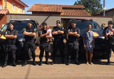 Policiais de Rotam doam leite e dinheiro a criança diabética