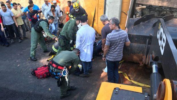 Caminhão tomba sobre motociclista na GO-139, em Cristianópolis