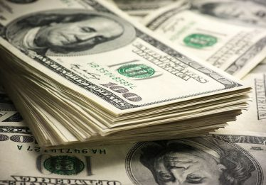 Dólar inicia a semana cotado a R$ 3,91