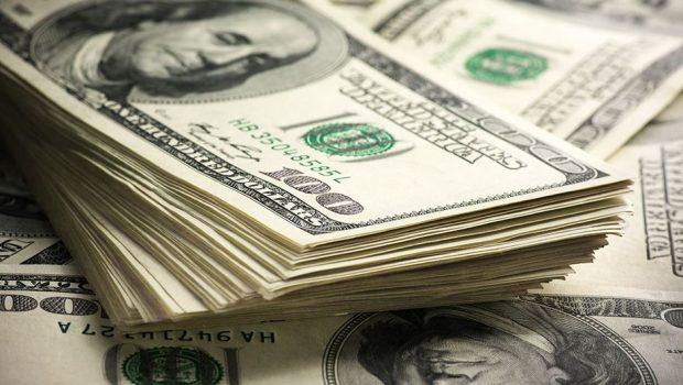 Dólar inicia a semana em alta, negociado a R$ 4,20