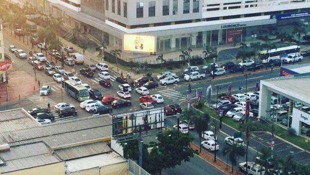Semáforos ficam inoperantes pelo terceiro dia, no Setor Bueno