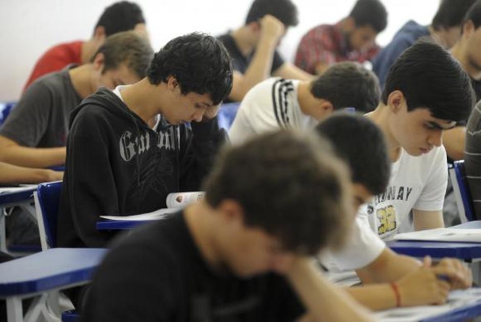Bolsa Universitária acumula dívidas e estudantes temem perder benefício em 2019