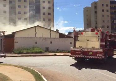 Duas pessoas morrem carbonizadas em um incêndio no Jardim Luz, em Aparecida de Goiânia