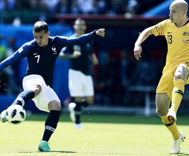 França bate Austrália em jogo com uso de tecnologias