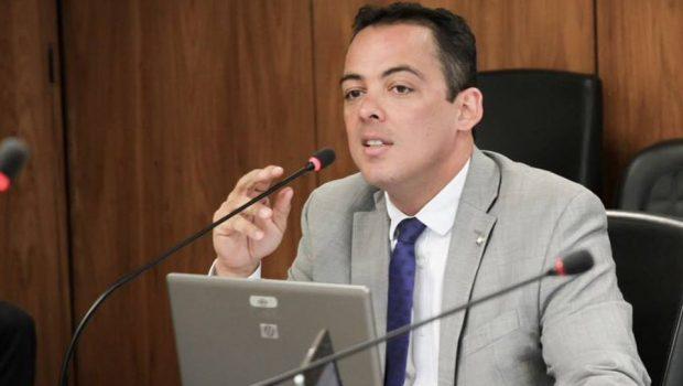 Número 2 do Ministério do Trabalho entrega primo em depoimento após prisão