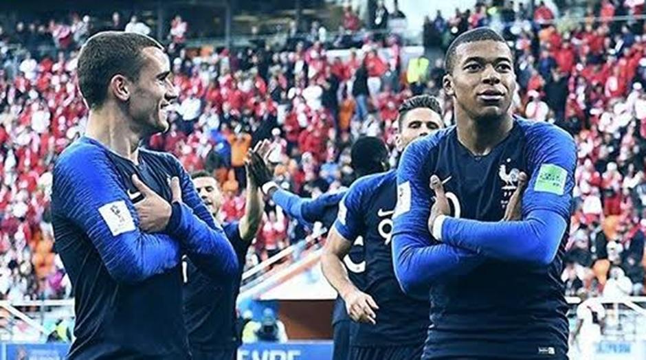 França vence Peru e se garante nas oitavas de final