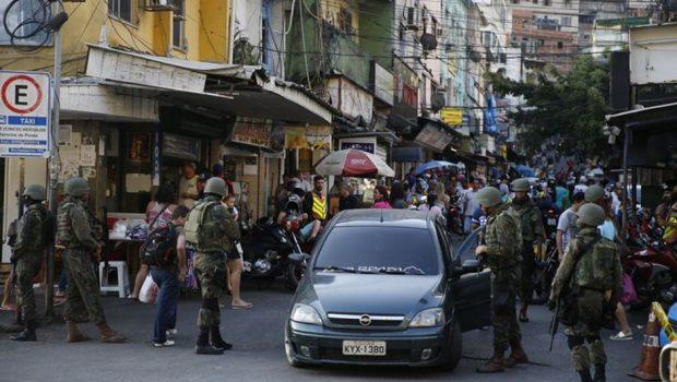 Operação em comunidades do Rio mobiliza mais de mil agentes