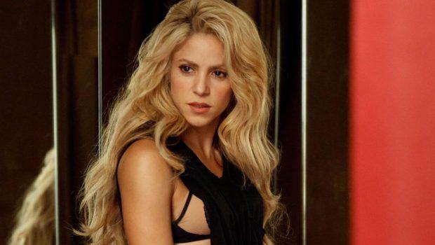 Equipe de Shakira se desculpa por vender colar com imagem semelhante a símbolo nazista