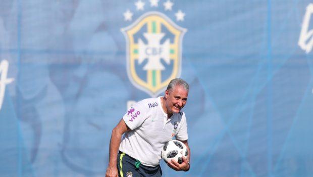 Tite se diz tranquilo para estreia na Copa
