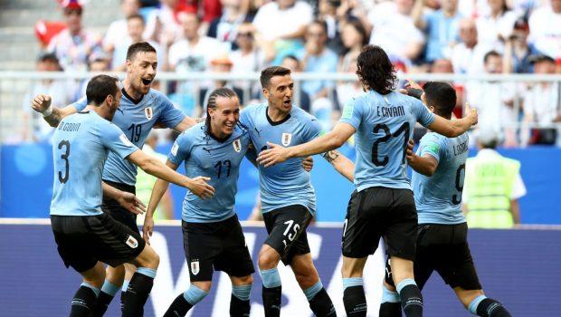 Uruguai vence Rússia de goleada e avança como líder do Grupo A