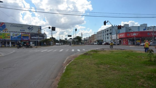 Avenida São Paulo fica totalmente interditada para obra, em Aparecida de Goiânia