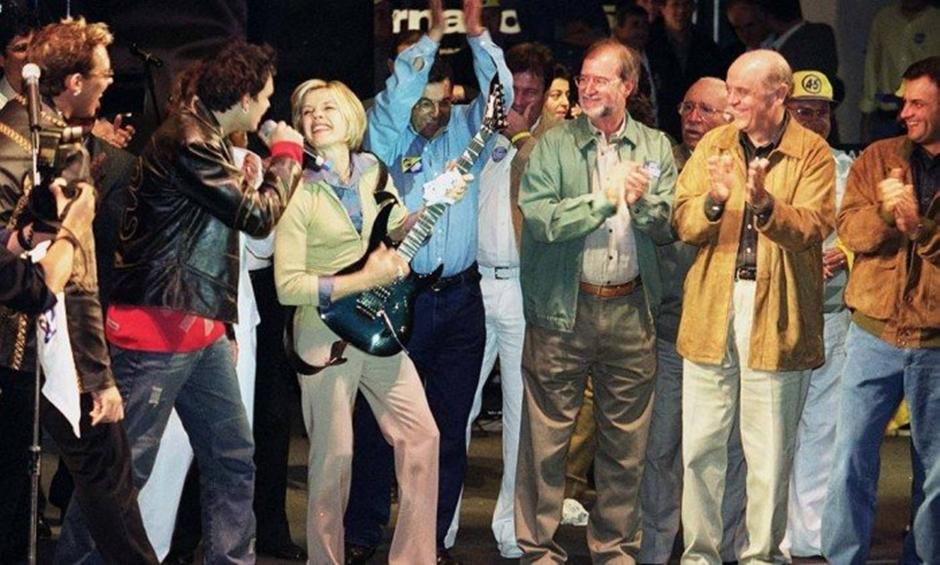 Partidos entram com ação no STF para liberar showmícios