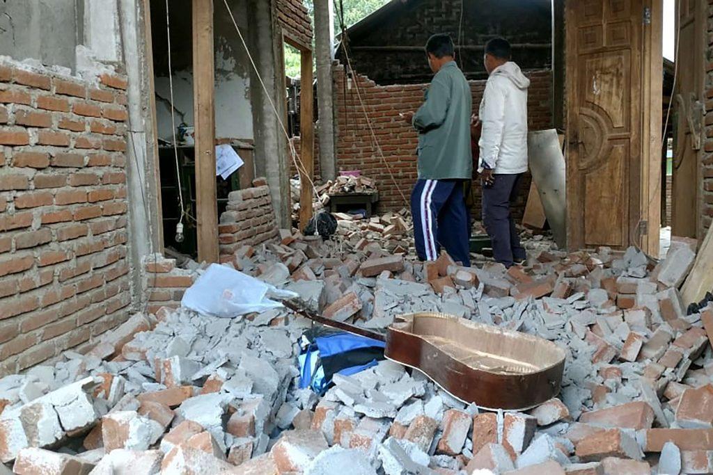 Forte terremoto atinge ilha da Indonésia e deixa 14 mortos