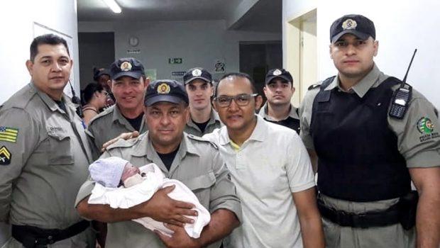 Policiais realizam parto dentro de carro, em Aparecida de Goiânia