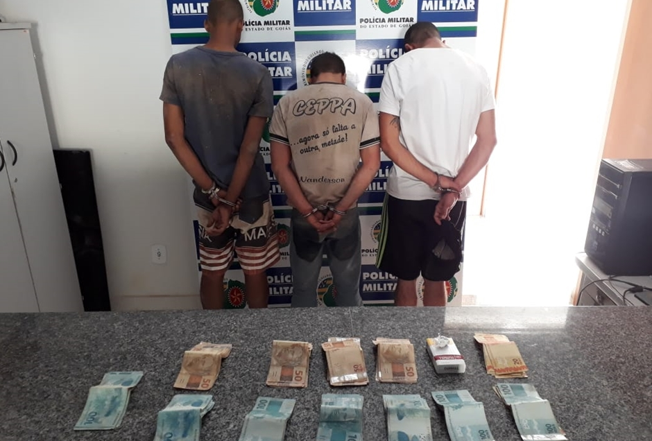 Trio apontado como autor de roubo em Campos Belos de Goiás já está em poder da Polícia Civil (Foto: Divulgação / PM-GO)