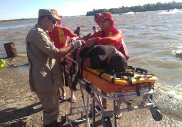 Mulher é resgatada após cair de jet ski, no Rio Araguaia