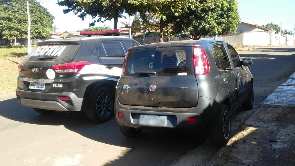 Carro encontrado por policiais (Foto: PC-GO)