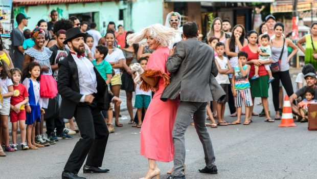 Grupo de dança ¿Por Quá? realiza três espetáculos em feiras