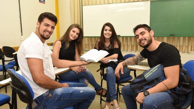 Mais de 10 mil estudantes são incluídos no Programa Bolsa Universitária