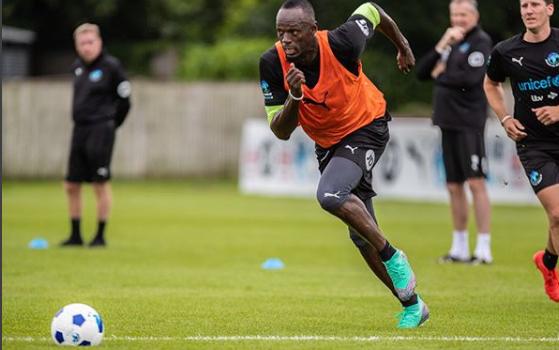 No futebol, Bolt passará por testes para assinar com lanterna australiano