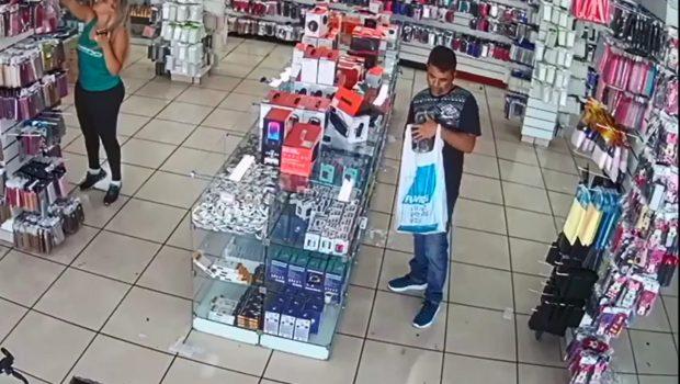 Ladrão é gravado durante furtos a lojas de Campinas, em Goiânia