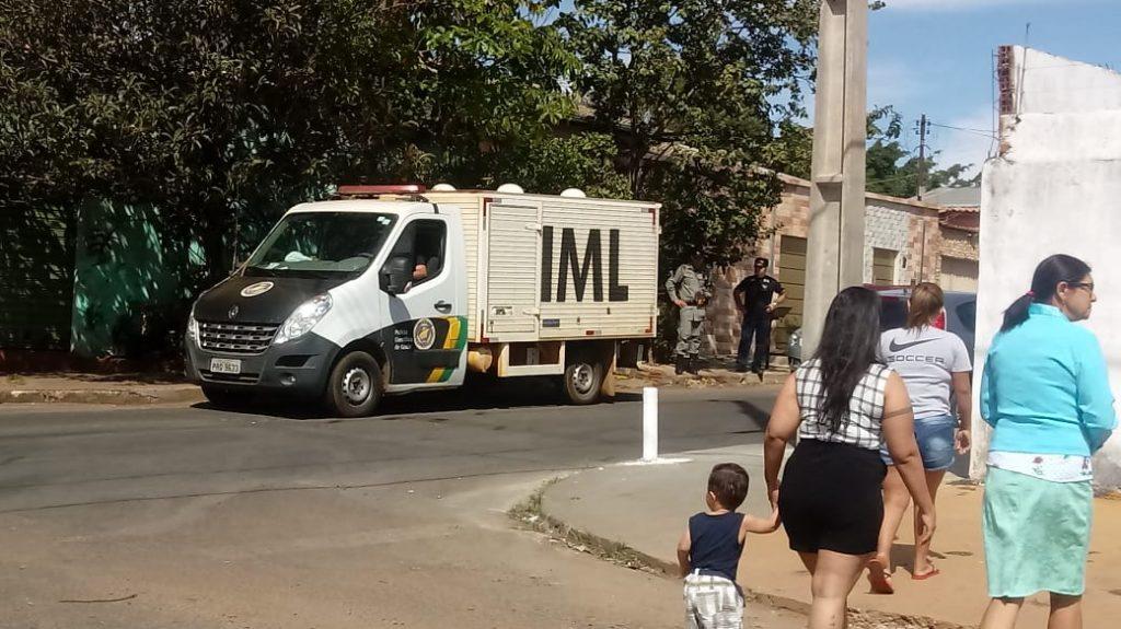 Filho asfixia e mata pai para salvar a mãe de facadas no Setor Nova Vila Jaiara, em Anápolis