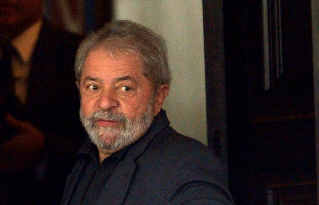 Lula reafirma candidatura em carta e diz que falará pelas vozes de Haddad e Manuela