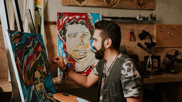 Artista Carlos Catini faz exposição inspirada em selfies