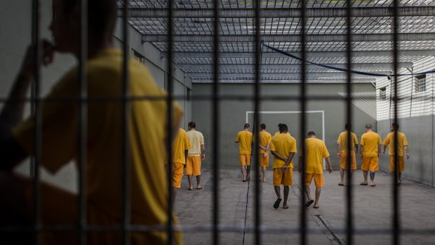 PCC abre mão de 'taxa de matrícula' para recrutar 1 novo bandido por hora