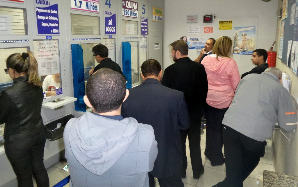 Enel e Caixa Econômica mantém descredenciamento para pagamento de faturas em lotéricas