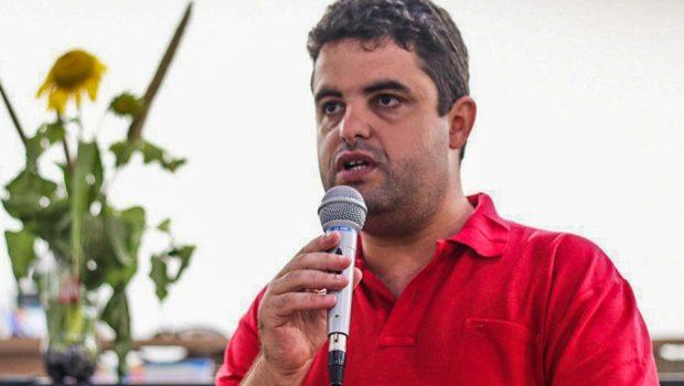 Pré-candidato pelo PSOL ao Governo de Goiás aposta em eleitores indecisos