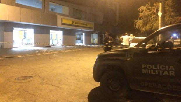 Criminosos explodem agência bancária no Setor Bueno