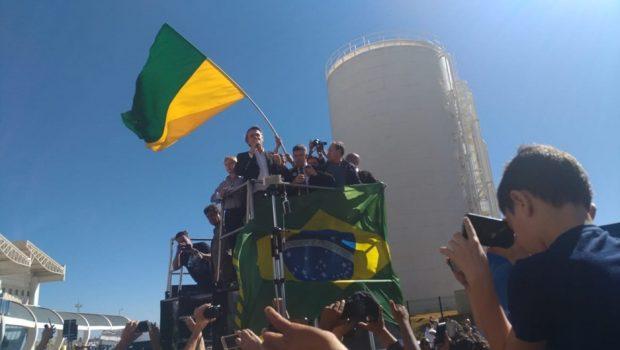 Em Goiânia, Bolsonaro defende governo composto por militares