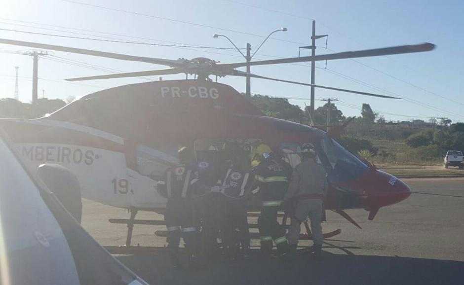 Piloto de parapente fica gravemente ferido após acidente durante voo, em Jaraguá