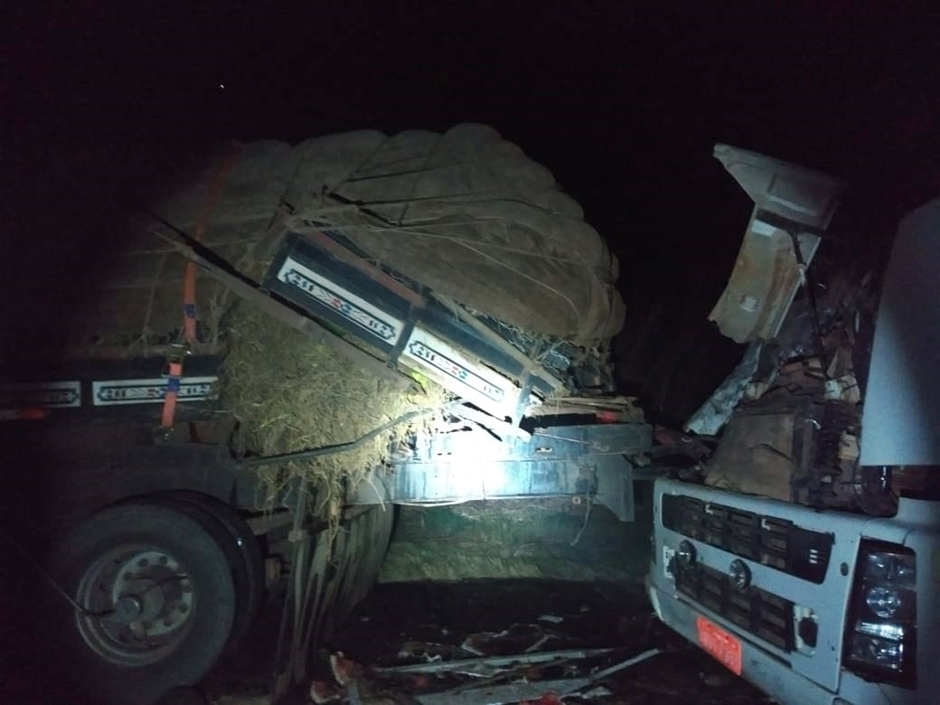 Homem morre esmagado por caminhão enquanto trabalhava na BR-153, em Mara Rosa