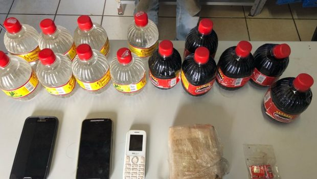Detento é flagrado recebendo drogas, celulares e bebidas dentro de presídio em Jataí