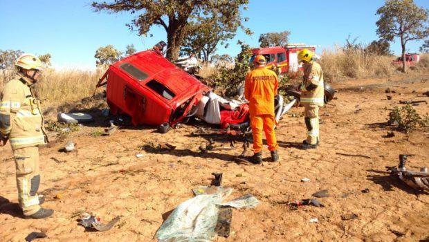 Acidente entre dois caminhões termina com três mortes em Cristalina, no entorno do DF