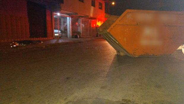 Motociclista morre após colidir com uma caçamba que estava na rua na Vila Concórdia, em Goiânia
