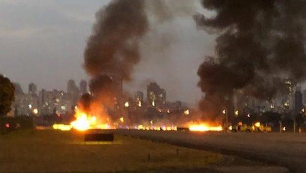 Avião de pequeno porte cai no aeroporto Campo de Marte, em SP; piloto morre