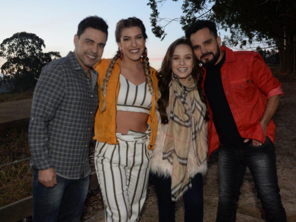 f7ea8cc5b9dac Zezé di Camargo e Luciano gravam clipe com Larissa Manoela e Lore Improta
