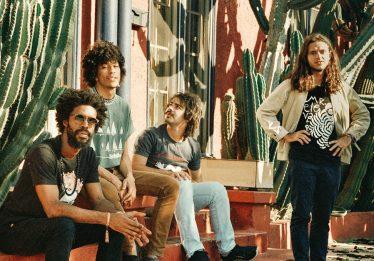 Boogarins realiza oficina de produção musical com adolescentes do Centro de Internação Provisória (CIP)