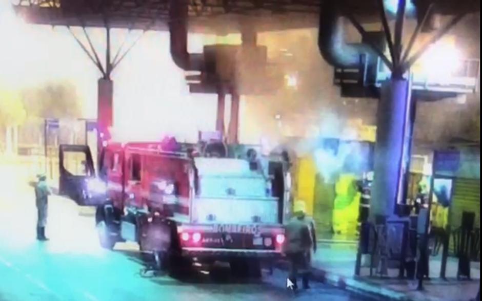 Lanchonete dentro do Terminal Praça da Bíblia pega fogo, em Goiânia