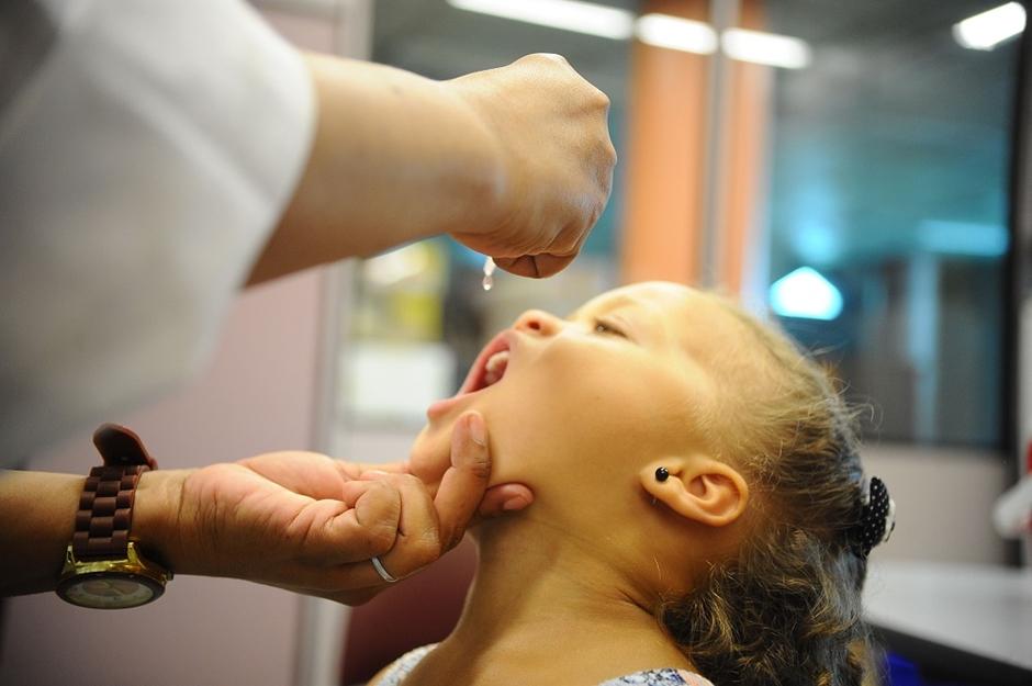 Sete municípios goianos estão abaixo da meta de vacinação contra sarampo e poliomelite