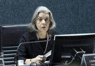 Cármen Lúcia assume interinamente a Presidência da República
