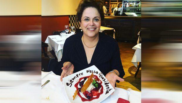 Dilma recebe homenagem em restaurante em BH, e dono diz que foi gesto impensado