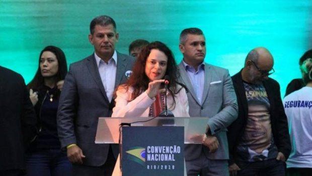 Janaina Paschoal desiste e príncipe é favorito para ser vice de Bolsonaro