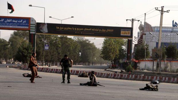 Afeganistão: homem-bomba mata 14 pessoas; vice-presidente sai ileso