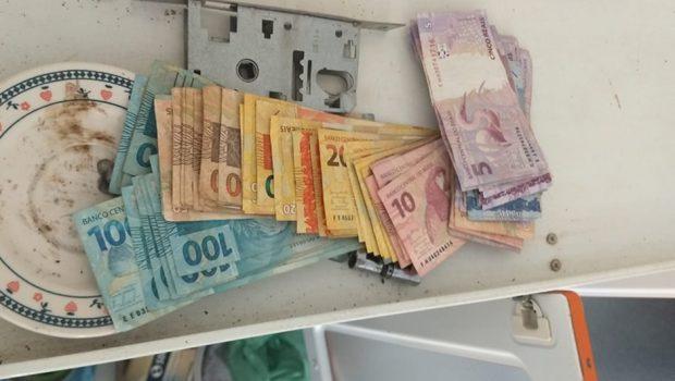 Polícia recupera mais de R$ 45 mil roubados na porta de banco, em Campos Belos