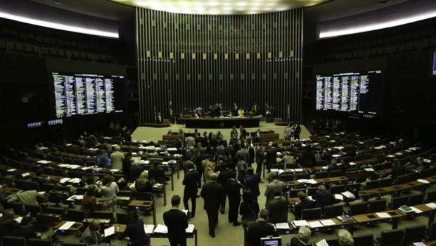 Câmara aprova texto-base para venda de distribuidoras da Eletrobras